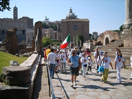 group tourists in the forum